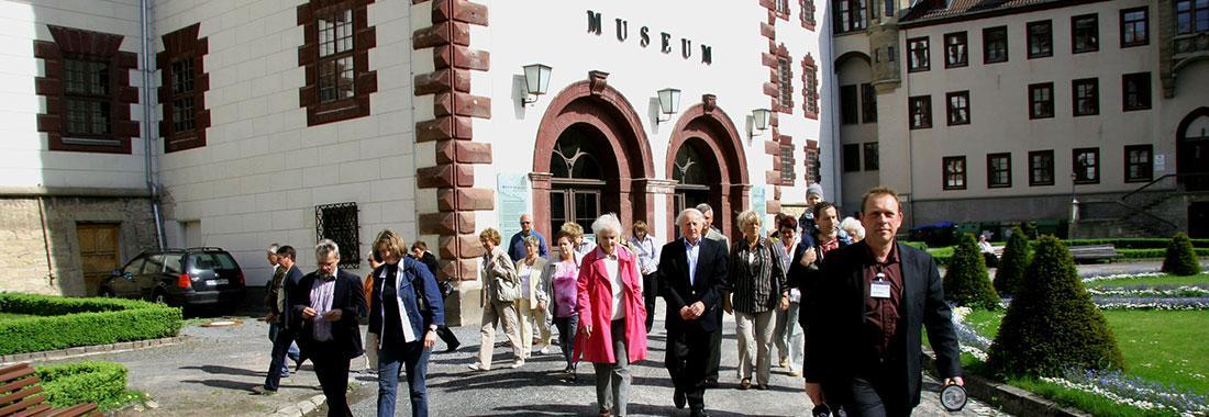 Ausstellungen, Führungen, Vorträge, Konzerte - Bibliothek und Museumscafe
